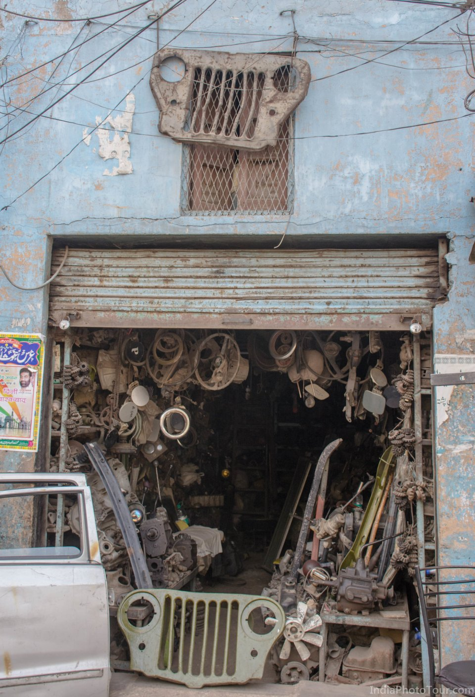 Old spare parts for sale in vehicles parts market