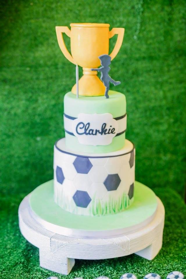 clarkie soccer party cake (6)