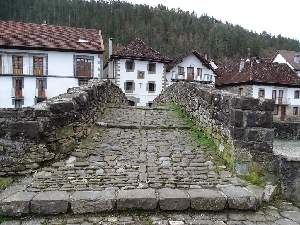 Puente medieval Ochagavia Navarra 08