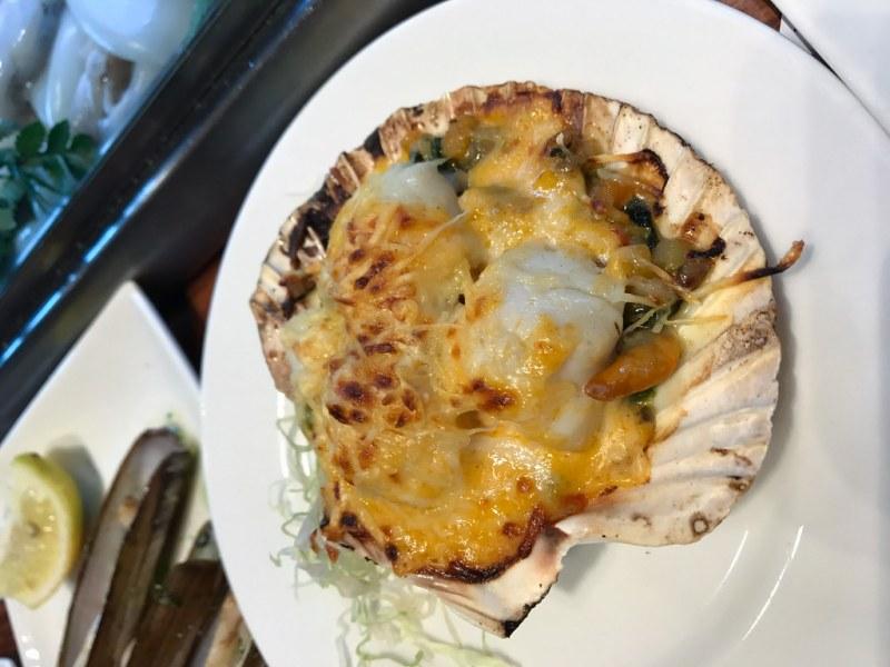 Viera al Graten - Scallops with Cheese ($7.50)