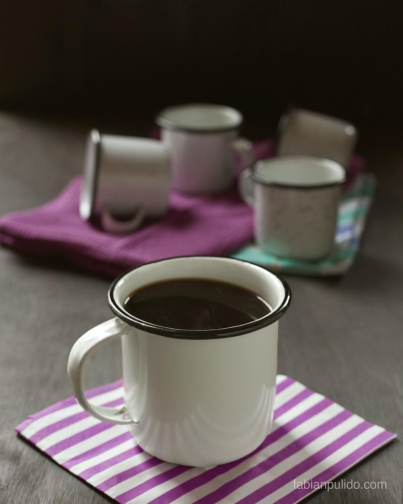 Taza de café en peltre