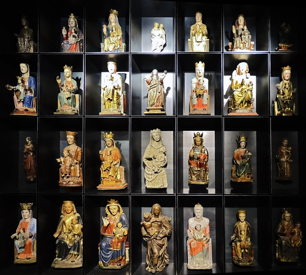 Imagenes romanicas y goticas Virgen y el Niño Exposicion Occidens Catedral de Santa Maria La Real Pamplona