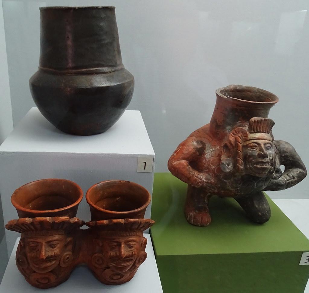 arte maya Cantaro vaso vasija efigie plomizo ceramica Postclasico Museo Nacional de Arqueologia y Etnologia Ciudad de Guatemala