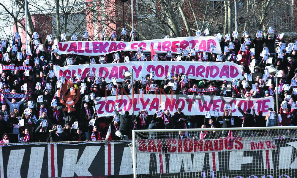 Vallecas protesta contra la decisión de fichar a Zozulya
