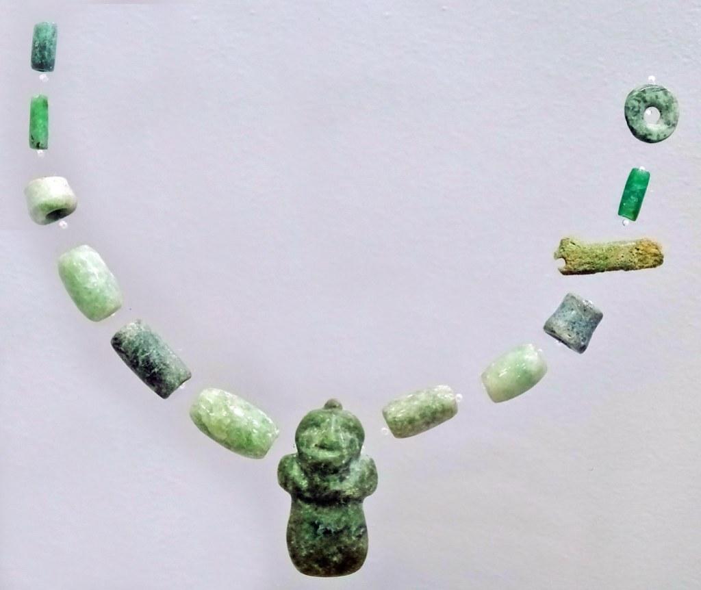 arte maya Collar de Jade Preclasico Museo Nacional Arqueologia Etnologia Ciudad de Guatemala