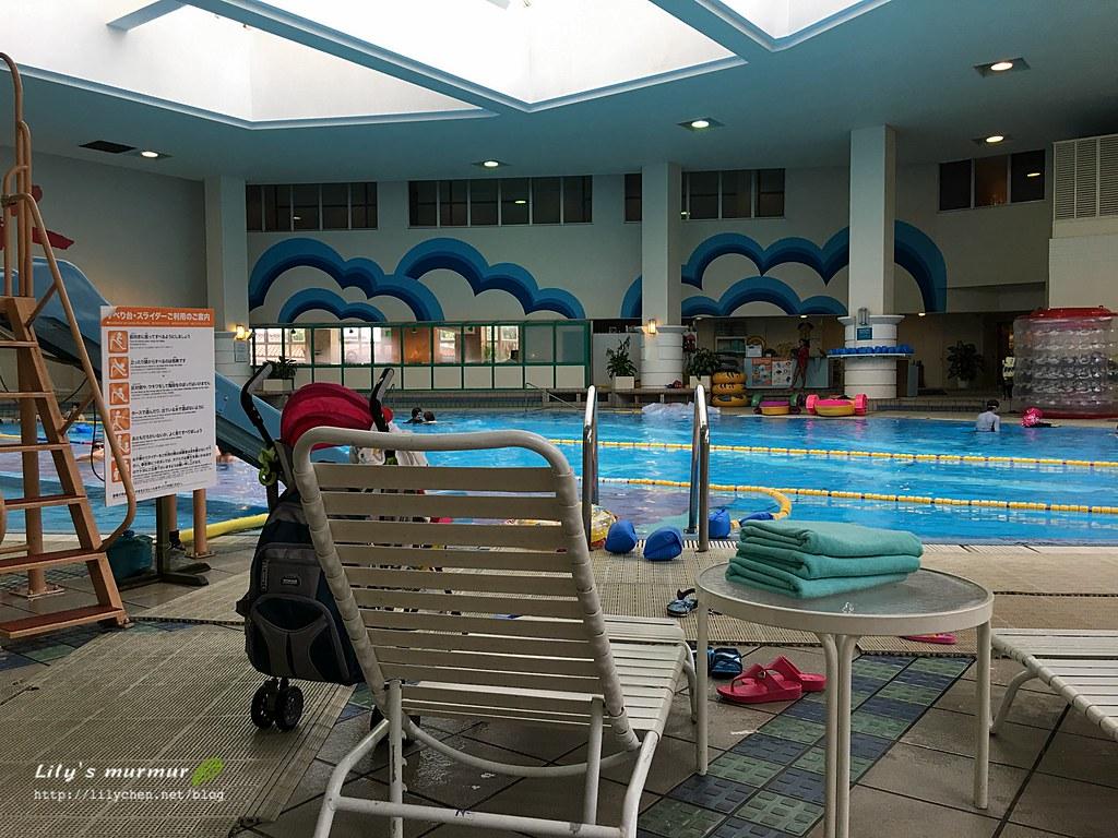 這是室內溫水泳池,很舒適哦!還有各式兒童泳具可以租借!