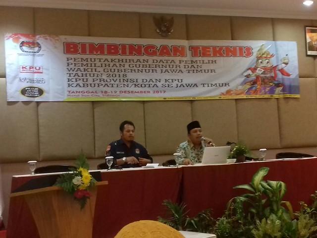 KPU Tulungagung hadiri Bimbingan Teknis (Bimtek) Pemutakhiran Data Pemilih, pemilihan gubernur dan wakil gubernur Jawa Timur 2018 digelar di Sun City Hotel, Sidoarjo (18/12)