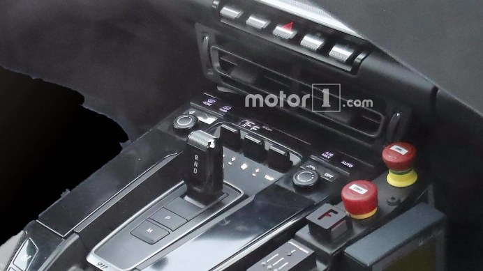porsche-911-interior-spy-shots2