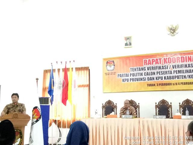 Ketua KPU Provinsi Jatim,Eko Samito, saat membuka dan menyampaikan sambutan dalam acara rakor di Kantor KPU Tuban, Sabtu (3/2)
