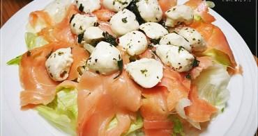 煙燻鮭魚佐莫扎瑞拉乳酪生菜沙拉,讓餐廳望塵莫及的CP值(附實作影片)