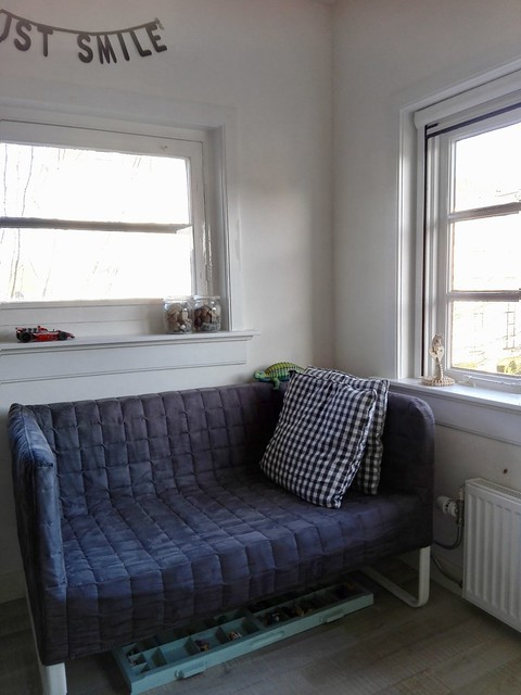Bankje bij het raam