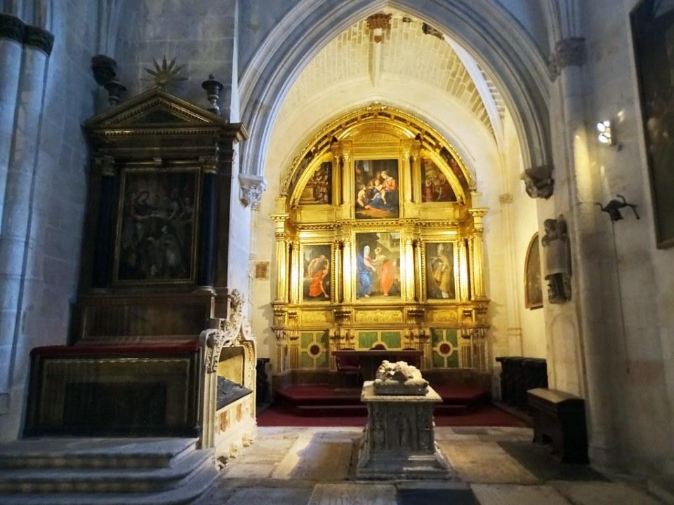 Catedral de Burgos Capilla de la Visitación Retablo mayor La Visitacion y sepulcro del obispo Alonso de Cartagena
