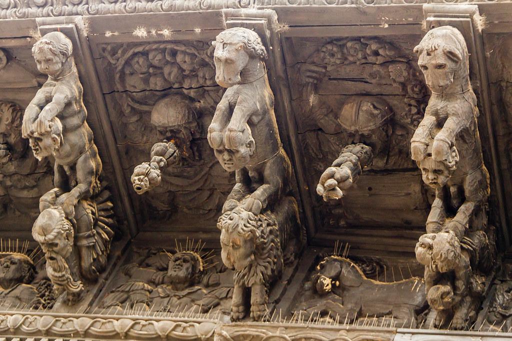 Sangüesa alero de madera tallada exterior Palacio Ongay Valle Santoro Navarra 02