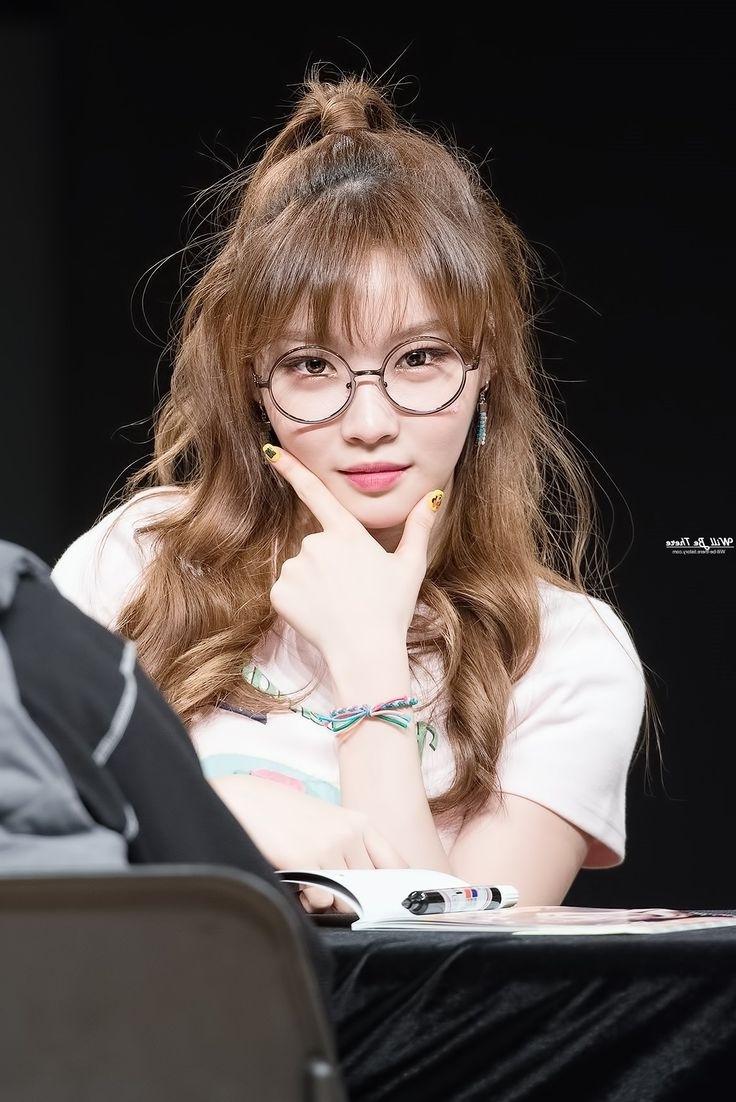 21 Korean Girl Long Hair Wavy Hairstyle For 2018 2019