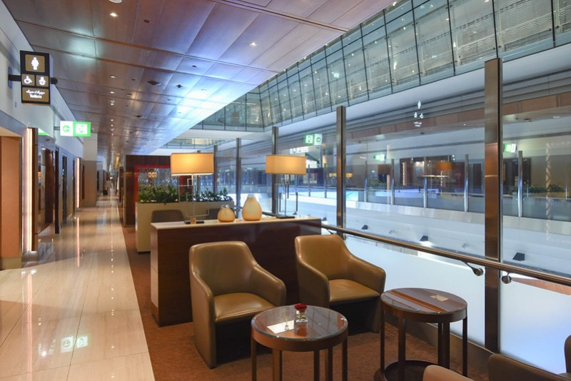 emirates business class lounge (dxb) concourse b