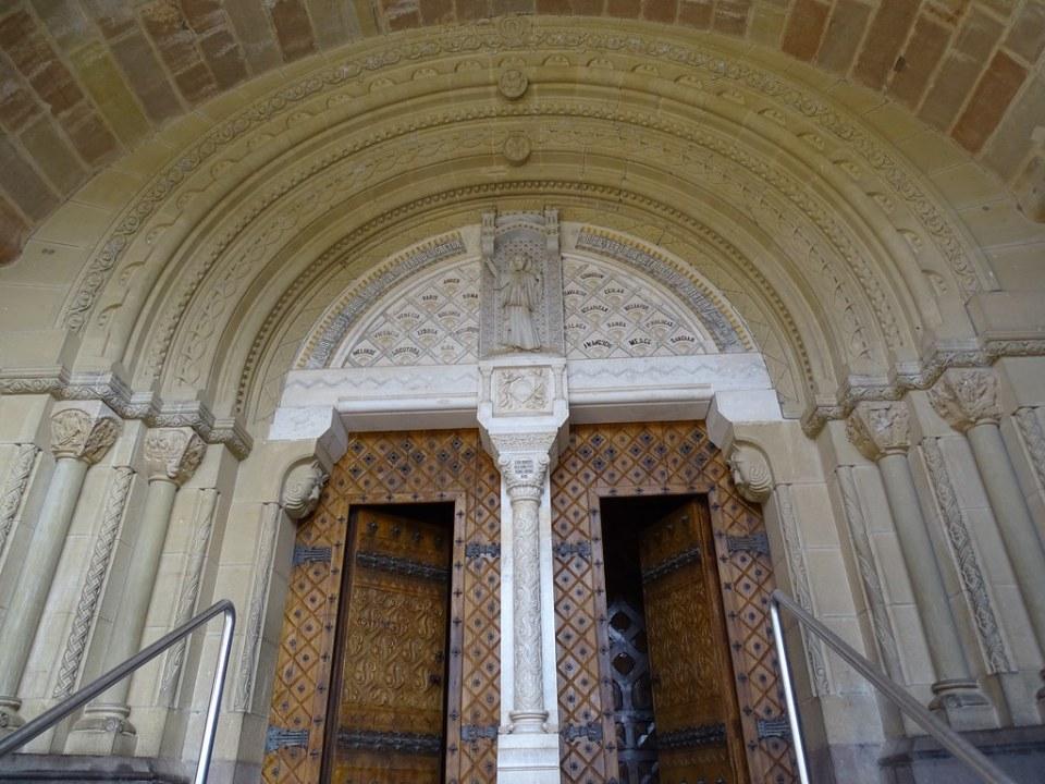 Portada de la Basilica Castillo de Javier Navarra 05