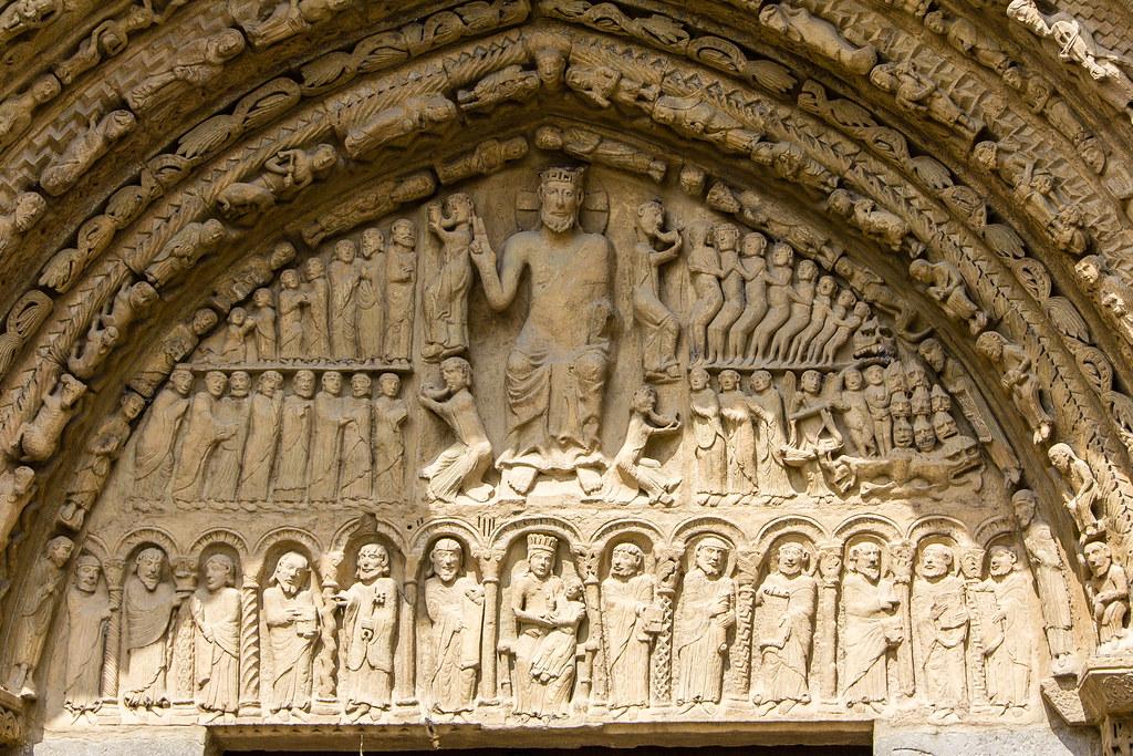 Juicio final La Virgen y el Niño apostoles timpano Portada romanica Iglesia Santa Maria La Real exterior Sangüesa Navarra 07