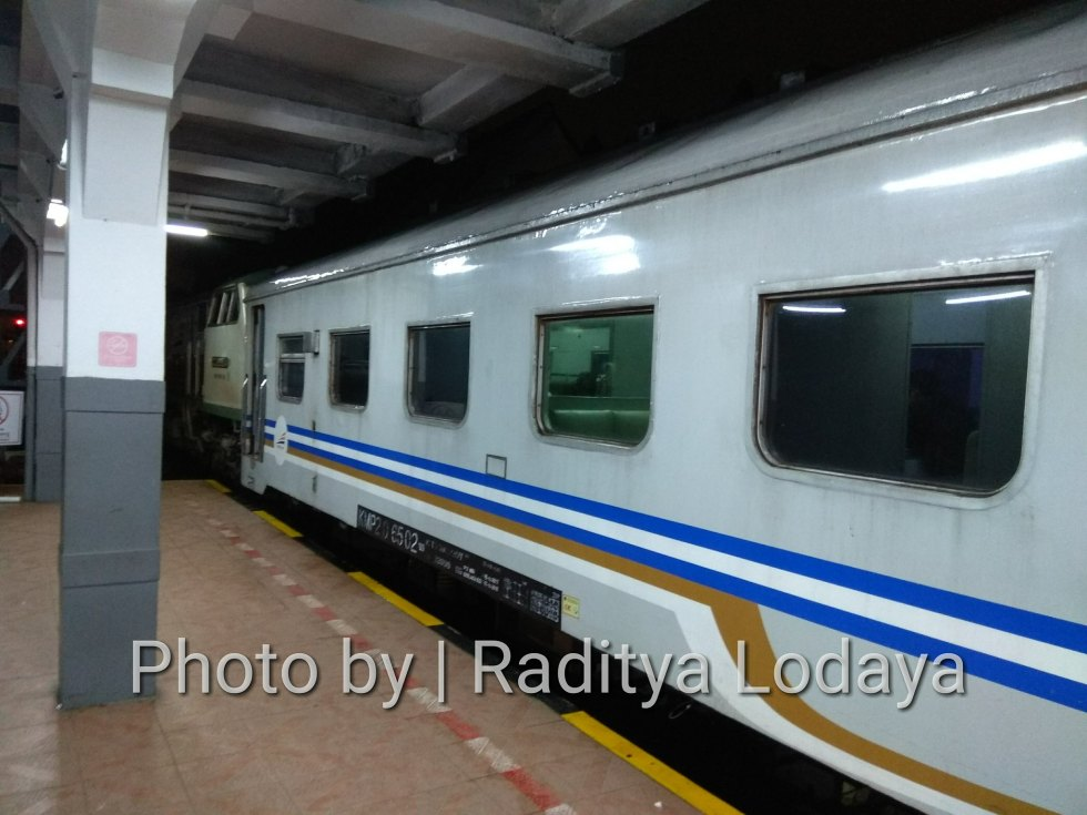 Kereta Api Bisnis (K2) di Kereta Api Lokal Cibatuan (1/5)
