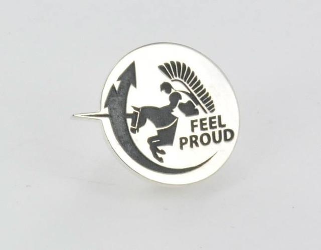 pin srebrny, oksydowany FEEL PROUD