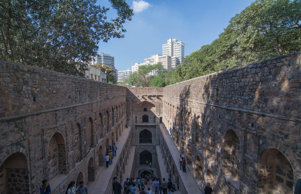 In Raja Ugrasen Ki Baoli