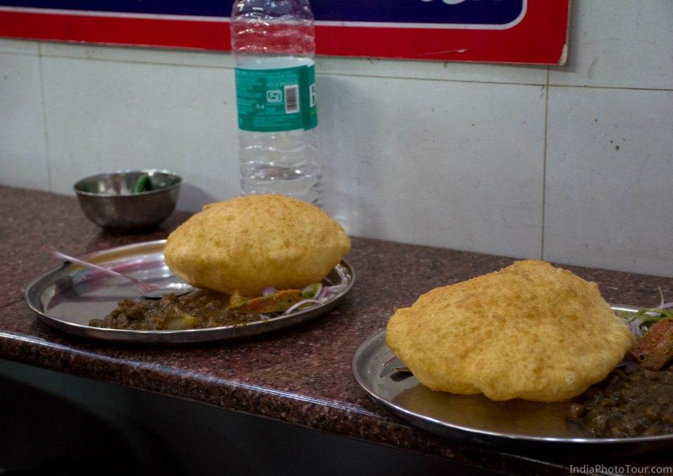 Cholay bhaturay, New Delhi style
