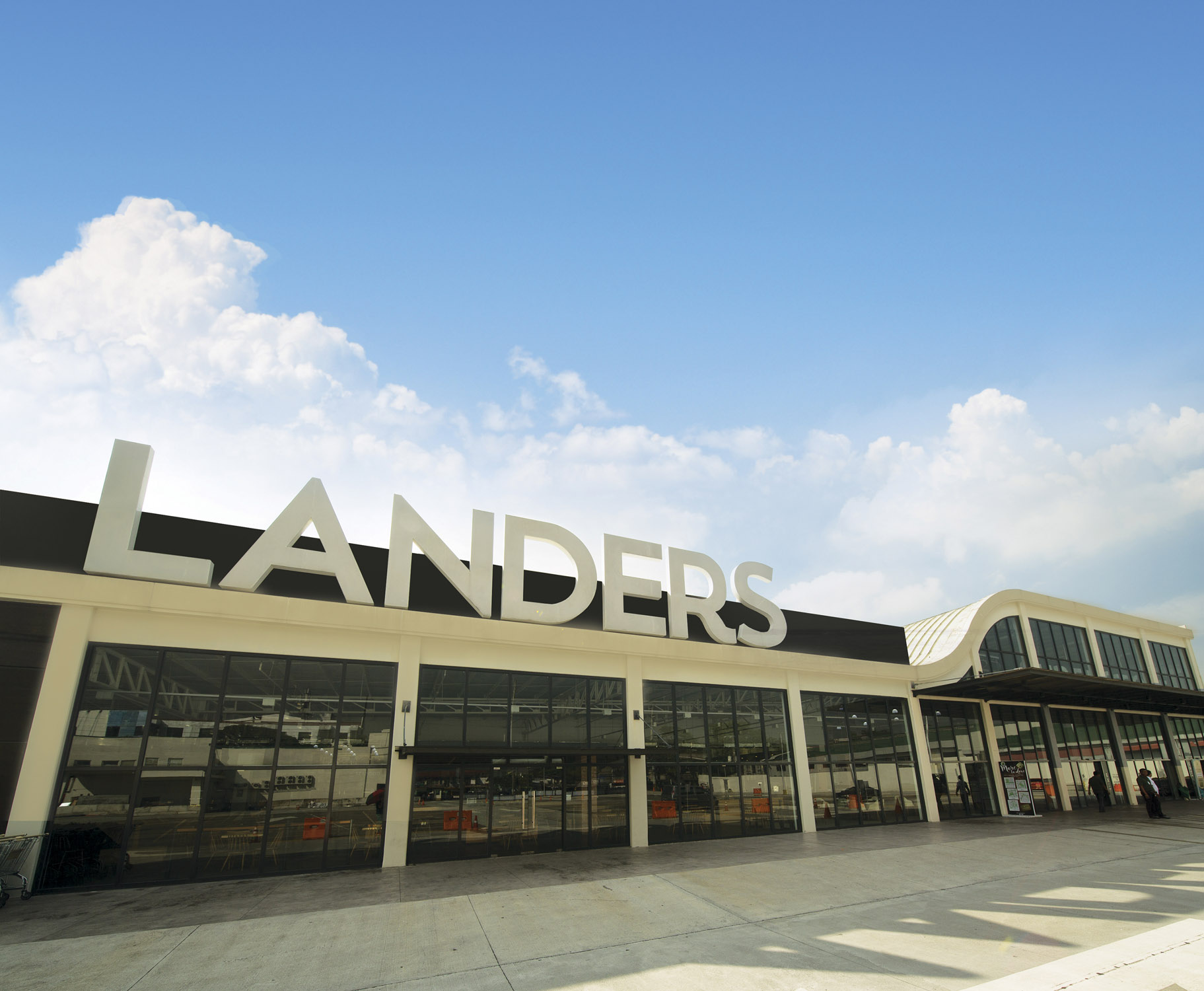Landers_Alabang West goes super_photo 1