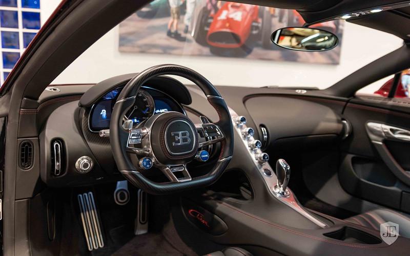 61f47c32-bugatti-chiron-for-sale-16