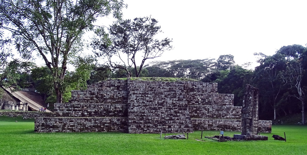 Gran Plaza o del Sol Estructura 4 templo sitio arqueologico Maya de Copan Honduras01