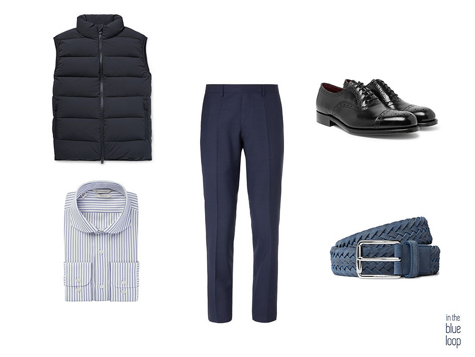 Look smart-casual con gilet, zapatos oxford negros, pantalón de vestir, camisa de rayas azules y cinturón azul