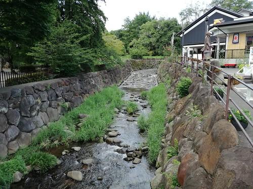 Cauce del río para irrigación de campos diseñado por Egawa Hidetatsu