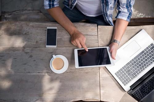 Hạn chế ăn uống gần laptop