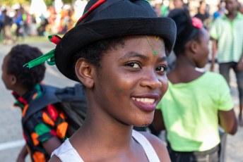 De Zambiaanse jeugd die er feestvierde wilde dolgraag op de foto.