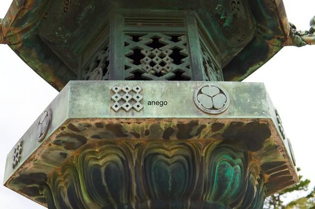 法隆寺 灯籠 葵の御紋