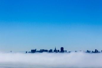 terwijl achter ons San Francisco zich in nevelen hult