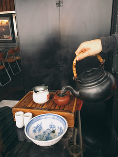Brewing tea at A-Mei Tea House @ Jiufen, Taiwan