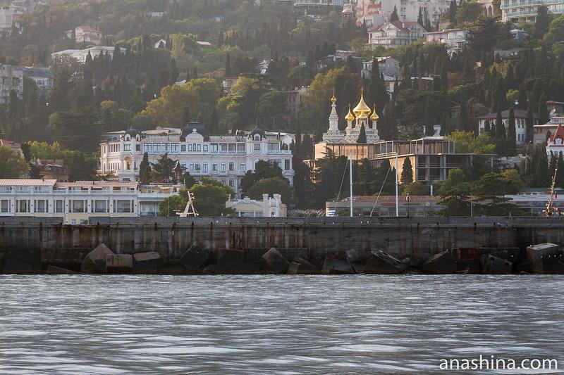 Панорама Ялты и собор Святого Александра Невского, Крым