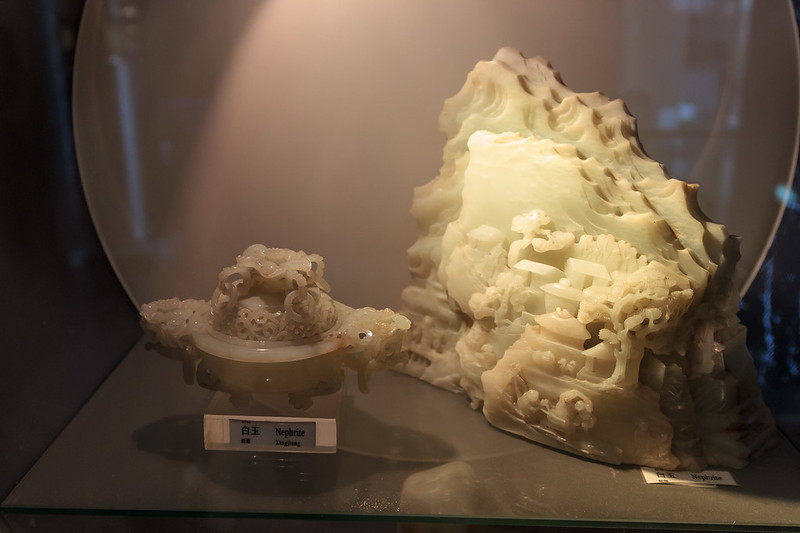 Изделия из белого нефрита