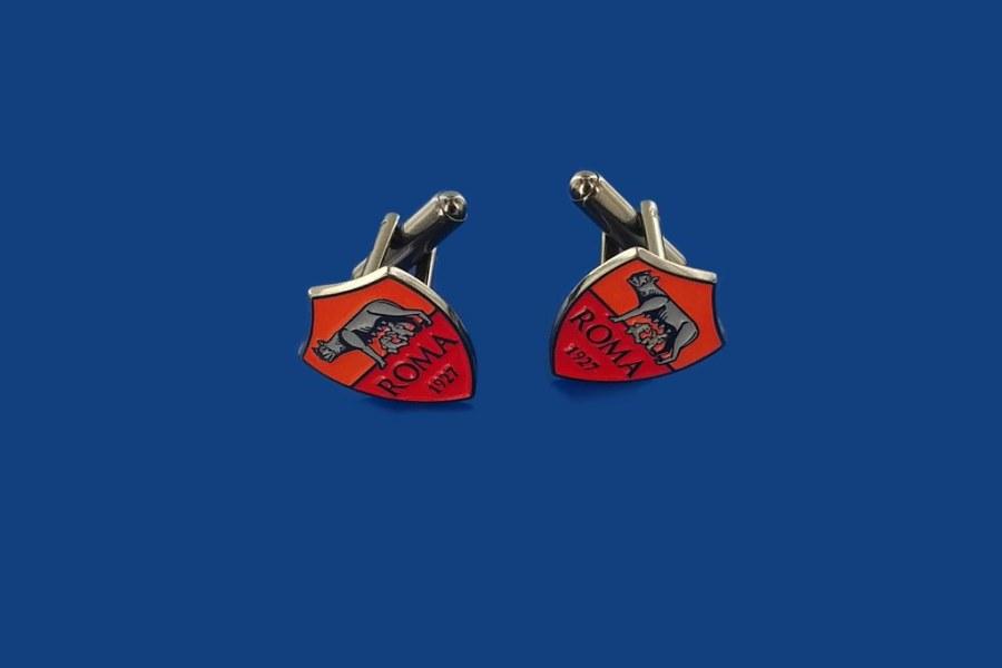 rutenowane (ciemny koloro powłoki) spinki srebrne z logo klubu sportowego na indywidualne zamówienie