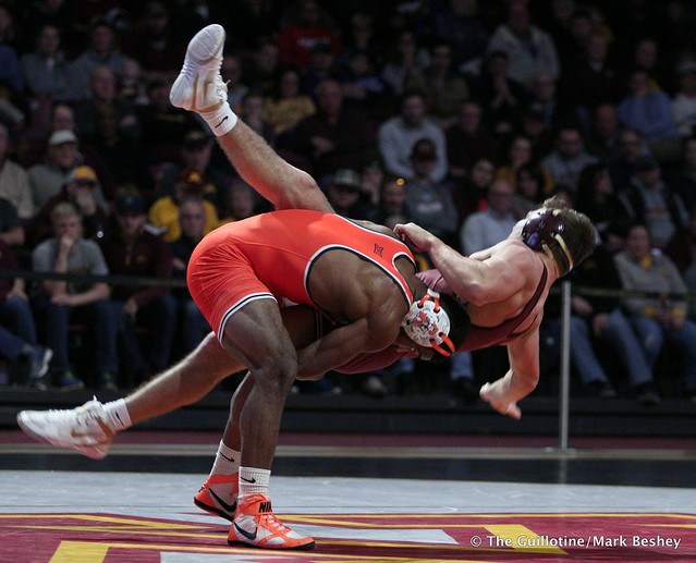 174: Jacobe Smith (Oklahoma State) maj. dec. #20 Devin Skatska (Minnesota) 11-2. 181118AMK0178