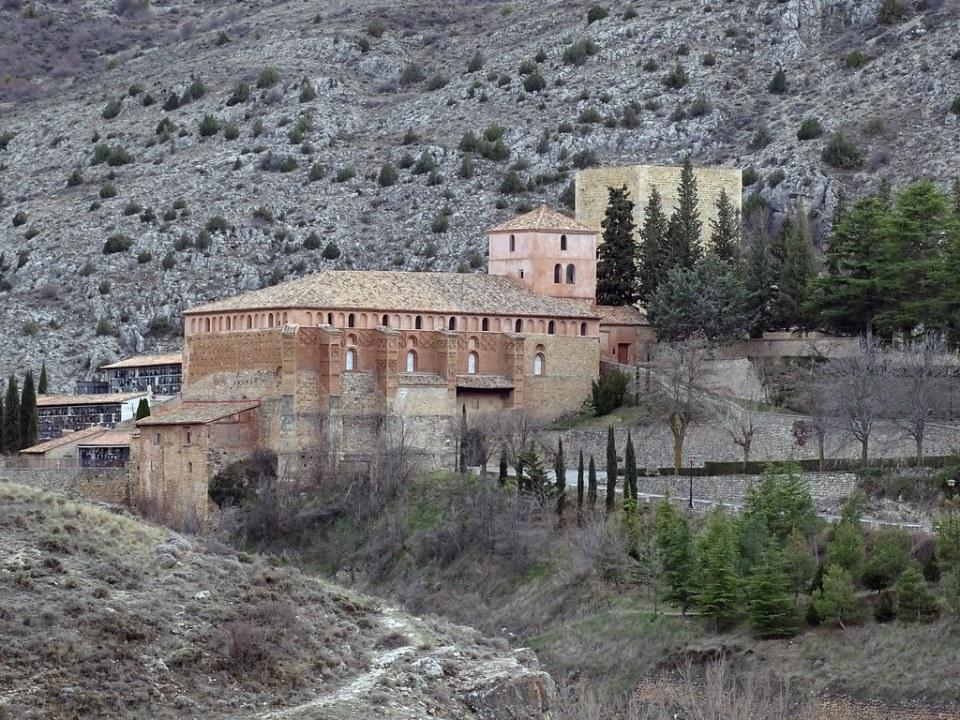 exterior Iglesia de Santa Maria Albarracin Teruel 01