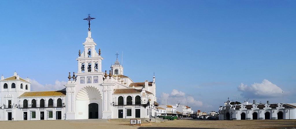 exterior Santuario de la Virgen del Rocio en Almonte Huelva 26