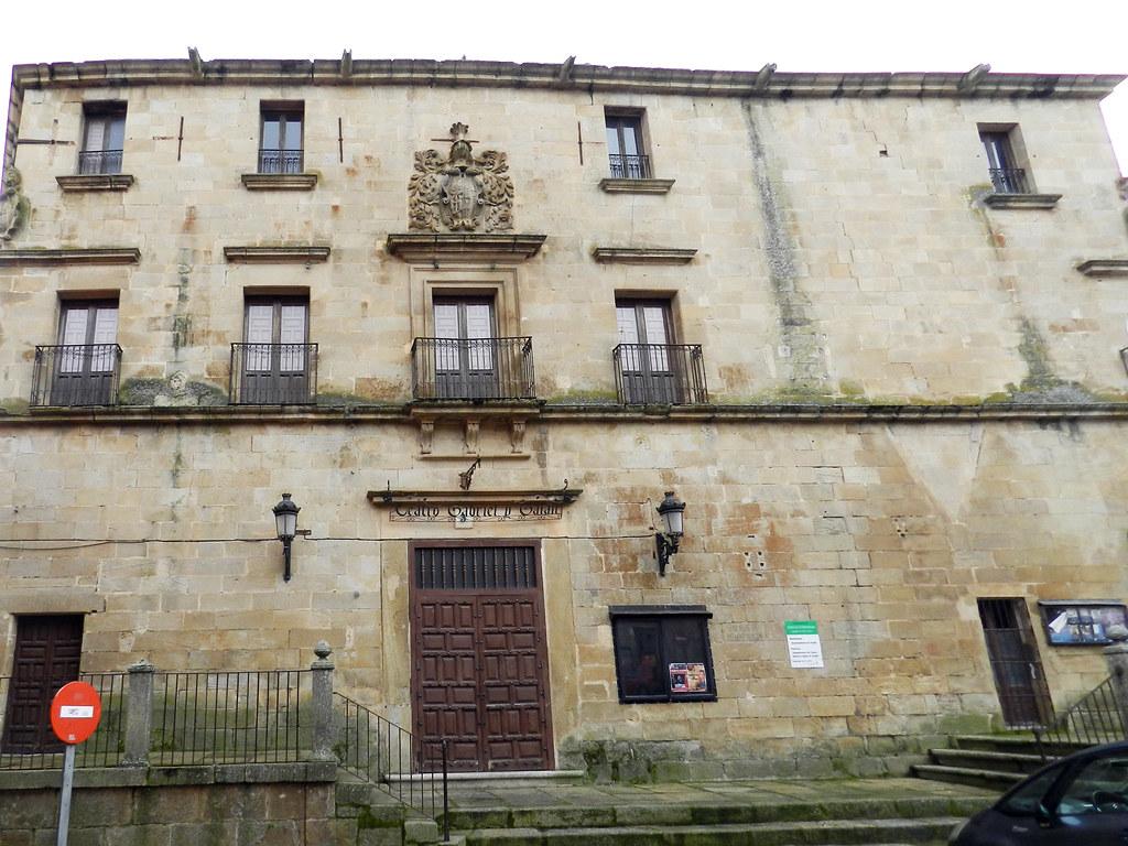 Teatro Gabriel y Galan Plaza de Juan Pizarro Aragón Trujillo Caceres