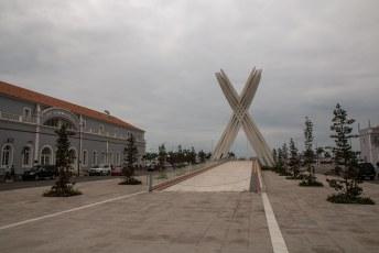 Wederom een monument voor de gevallen soldaten, met een eeuwige vlam die helaas uit, en dus niet zo eeuwig, was.