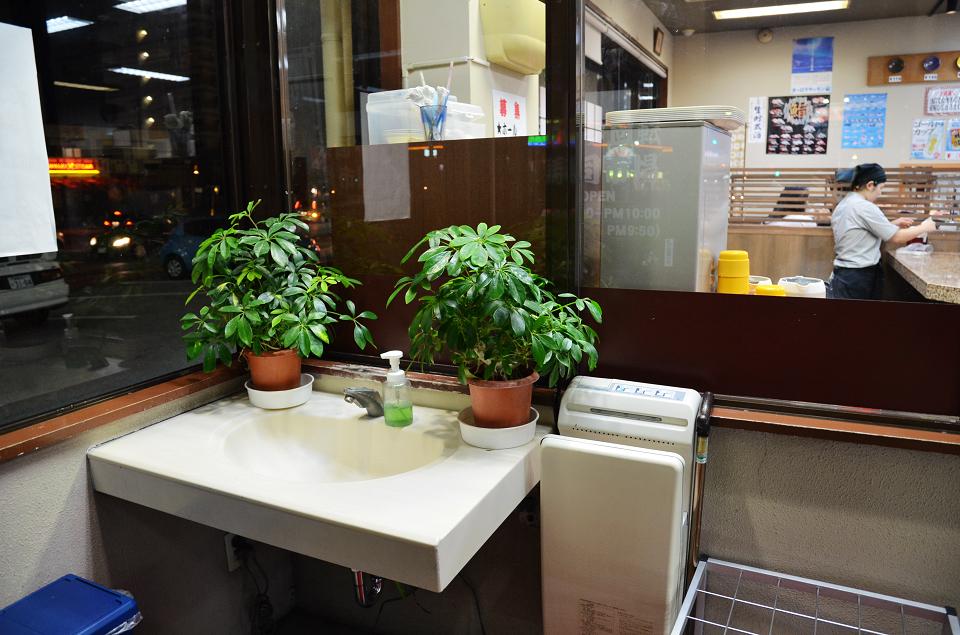 美國村迴轉壽司市場03.JPG