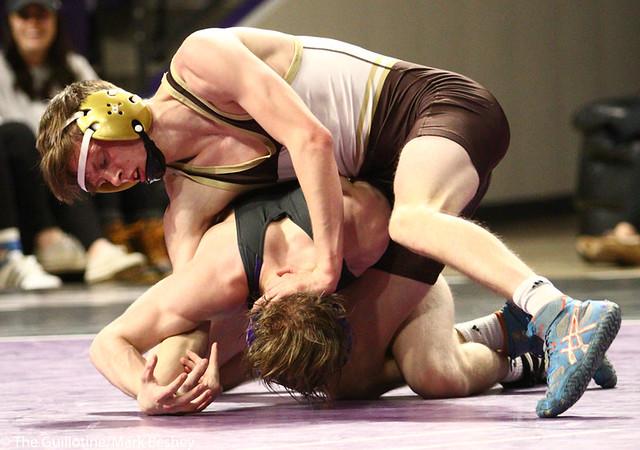 125: Andrew McFall (MSU) wins a 4-1 decision vs Ben Emrich (SMSU) | 6-3 SMSU - 190125mke-0032