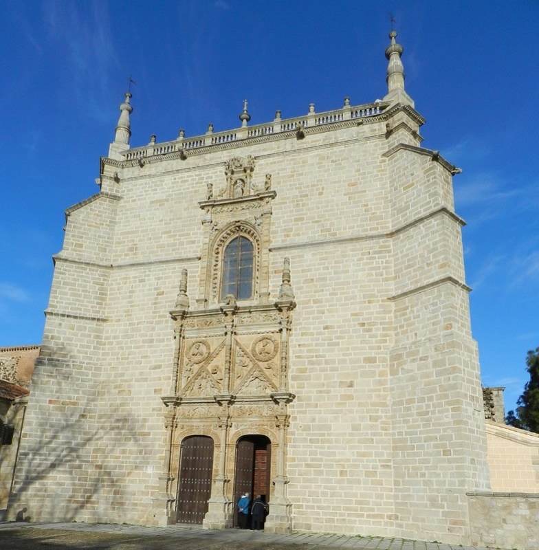 Puerta del Perdon exterior Catedral de Santa Maria de la Asuncion Coria Caceres 01