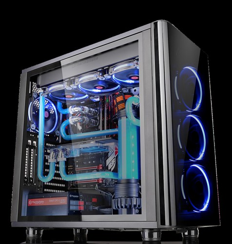Thermaltake's View 31 Tempered Glass Edition Mid Tower Chassis
