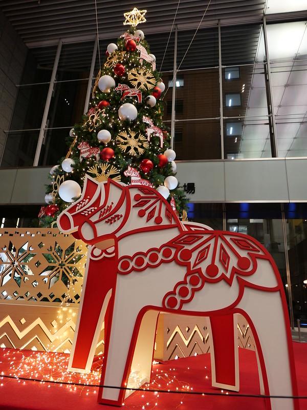 lucky horse tree with dala horseMarunouchi OaZO