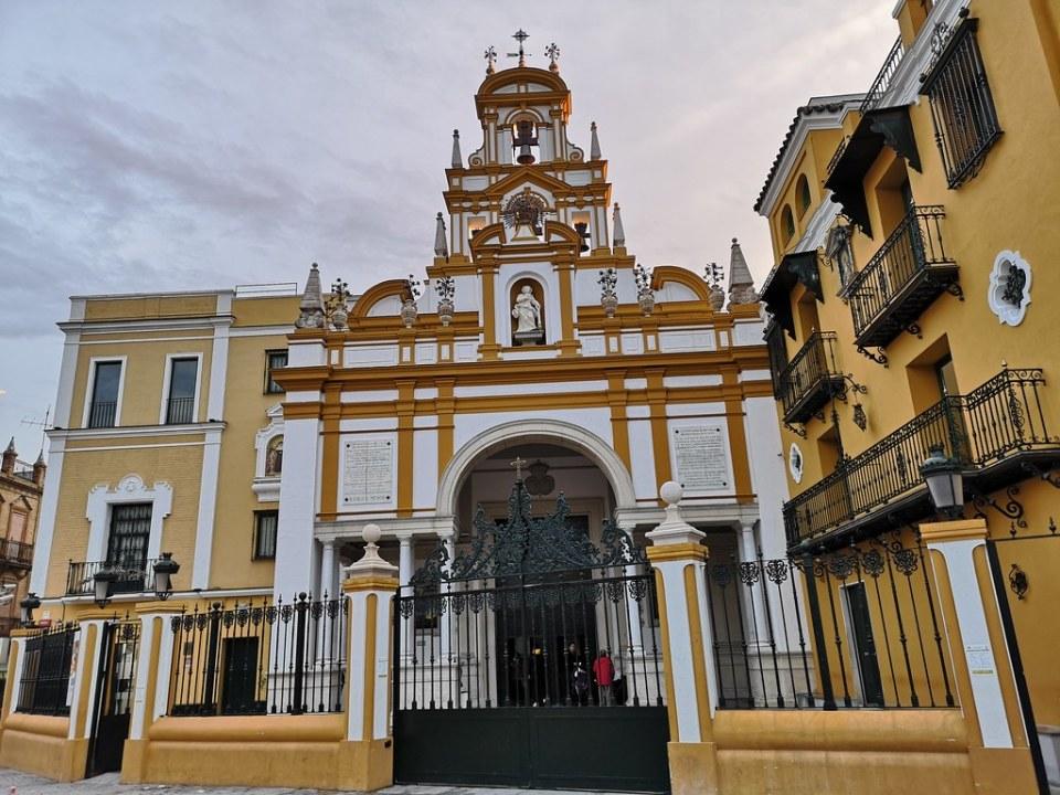 exterior Basílica Iglesia de Nuestra Señora de la Esperanza La Macarena Sevilla 11