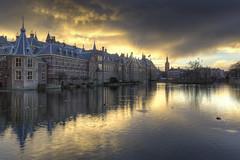 Donkere wolken boven het Binnenhof